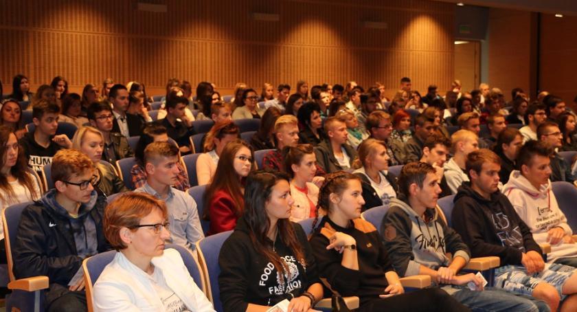 Koncert był podziękowaniem złożonym aktywnej młodzieży z powiatu jarosławskiego. Mr. Pollack na scenie Sali koncertowej szkoły muzycznej